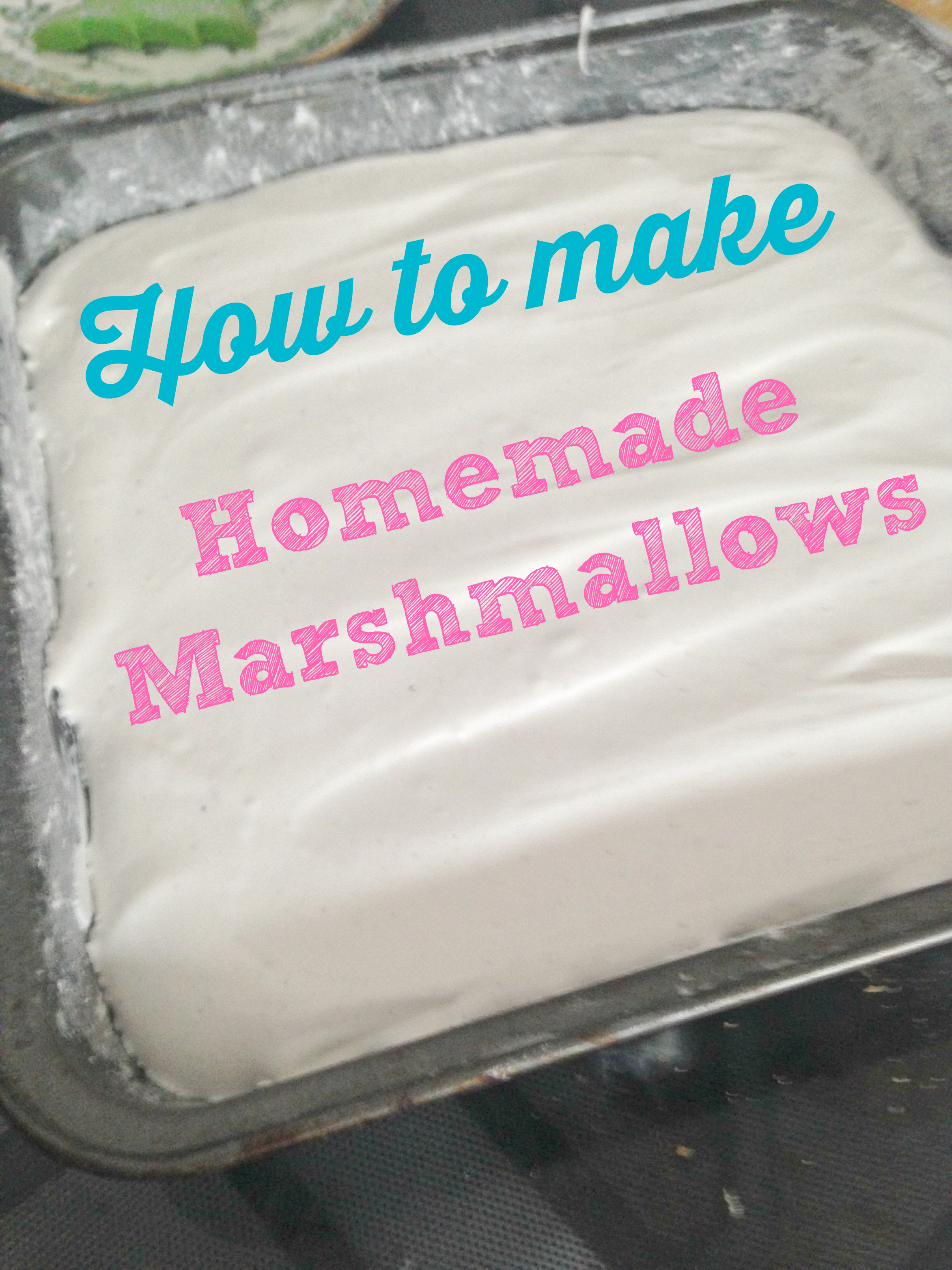 Homemade Vanilla Bean Marshmallows - so SIMPLE and easy! Can't believe I didn't make them before